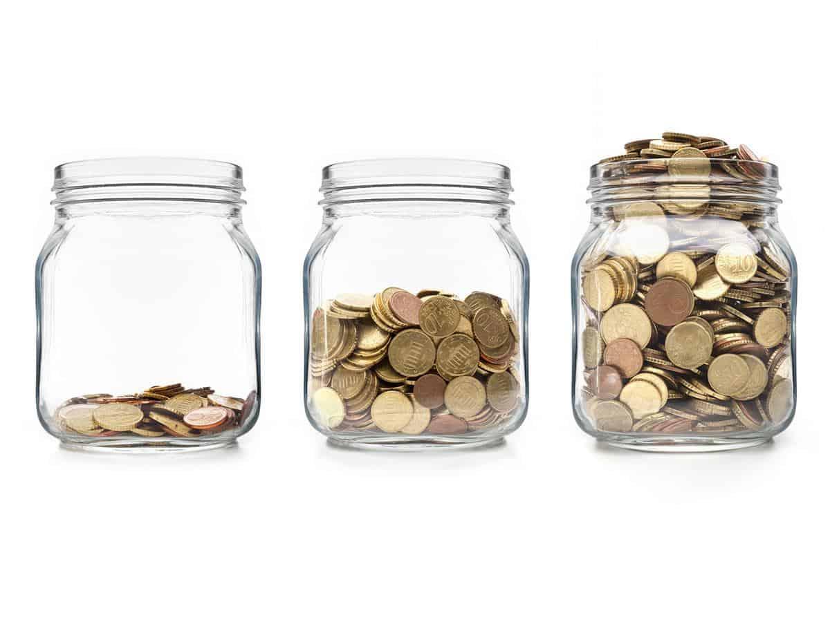 Trzy słoiki z pieniędzmi Life coaching