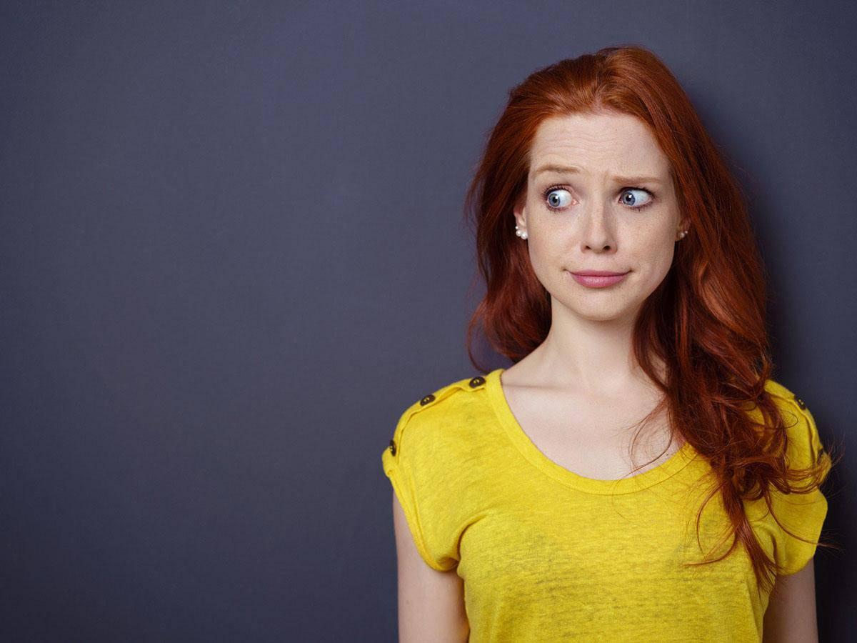 Piękna ruda dziewczyna przyjmuje krytykę Life coaching