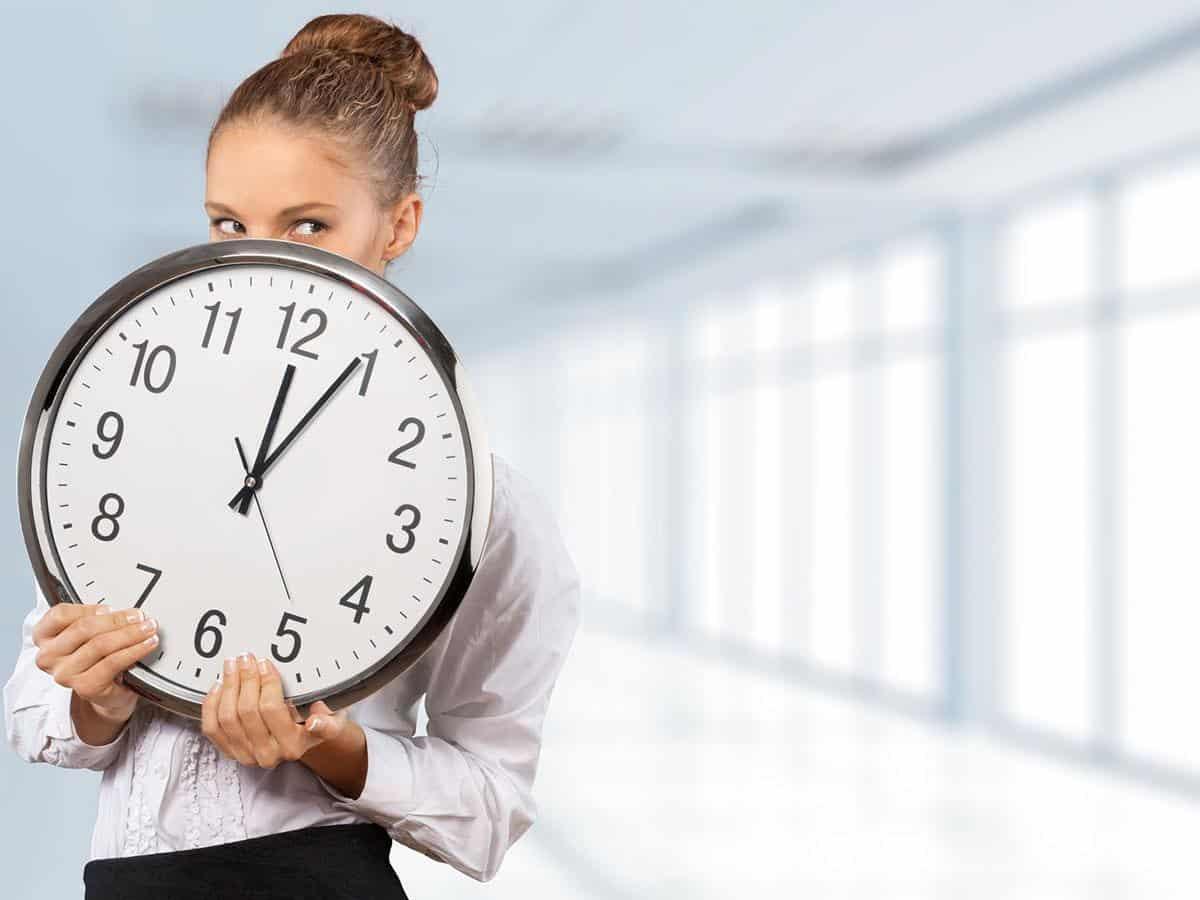 Kobieta z zegarem Life coaching Zarządzanie czasem