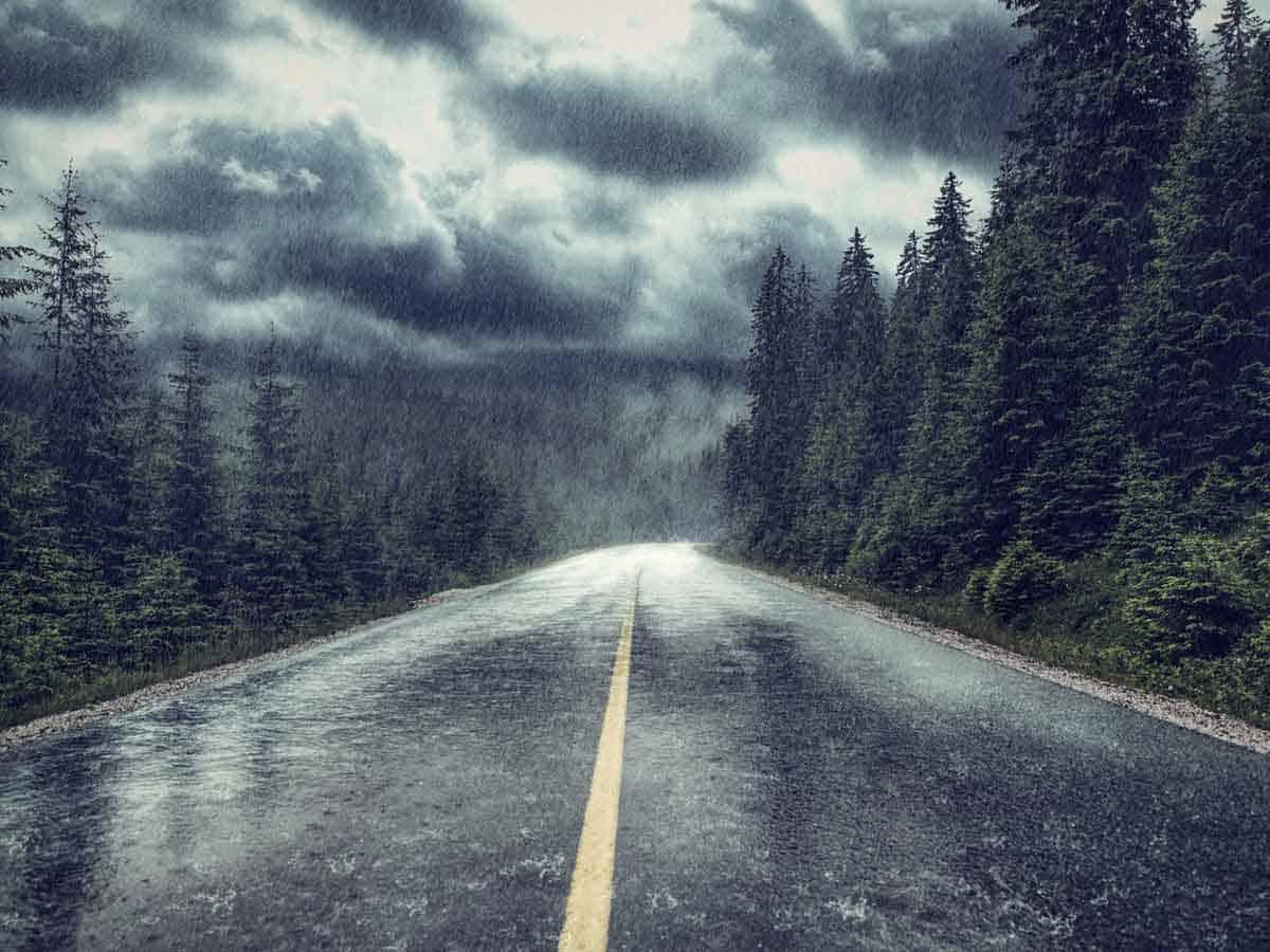 Droga wiodąca przez góry w czasie kryzysowej pogody Coaching