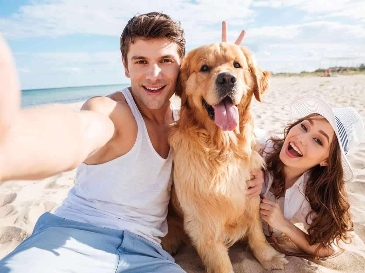 Młodzi ludzie z psem Life coaching
