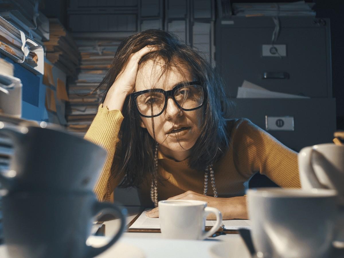 Zestresowana kobieta w procesie zmian